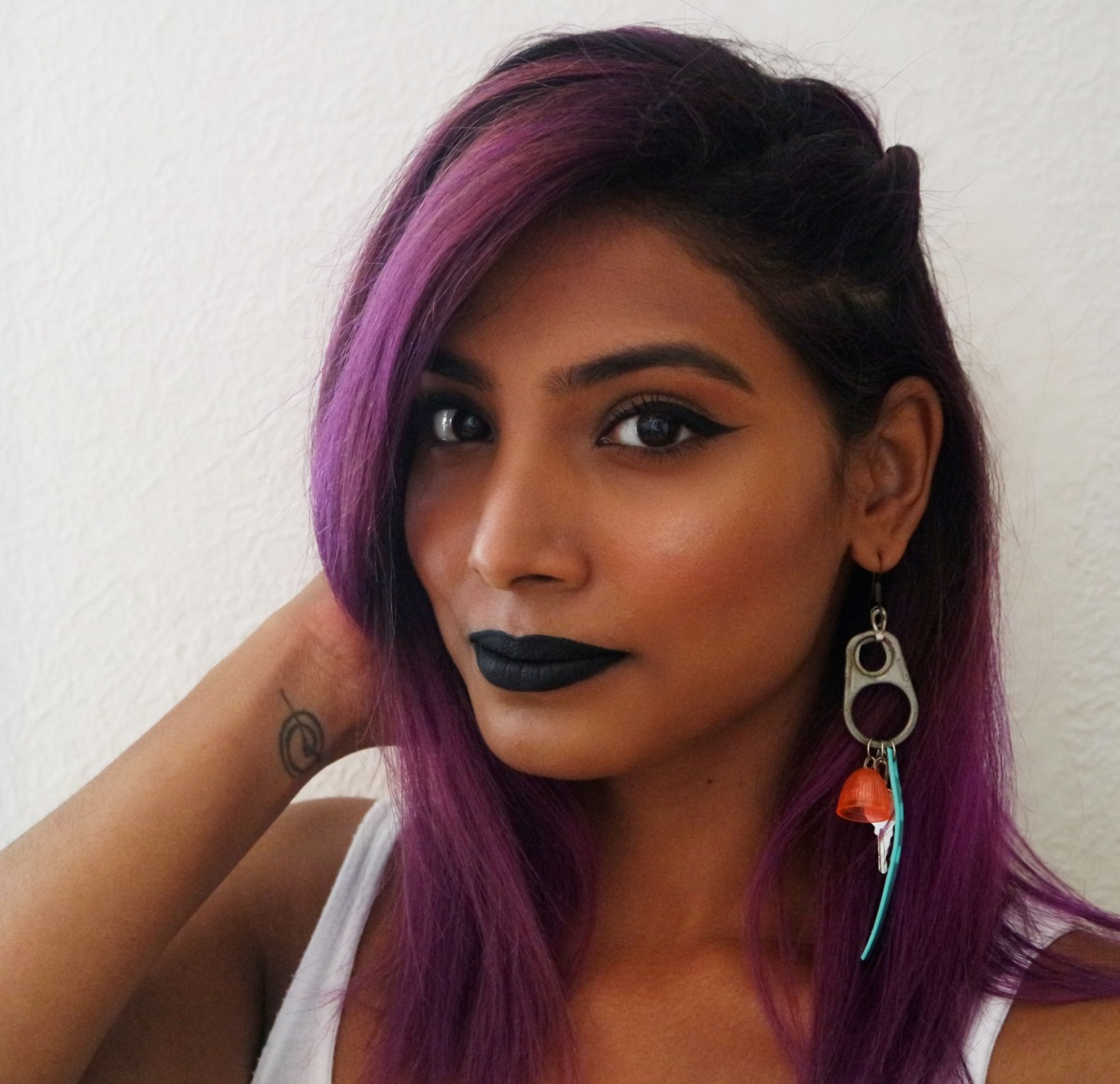 How to wear BLACK lipstick in spring.